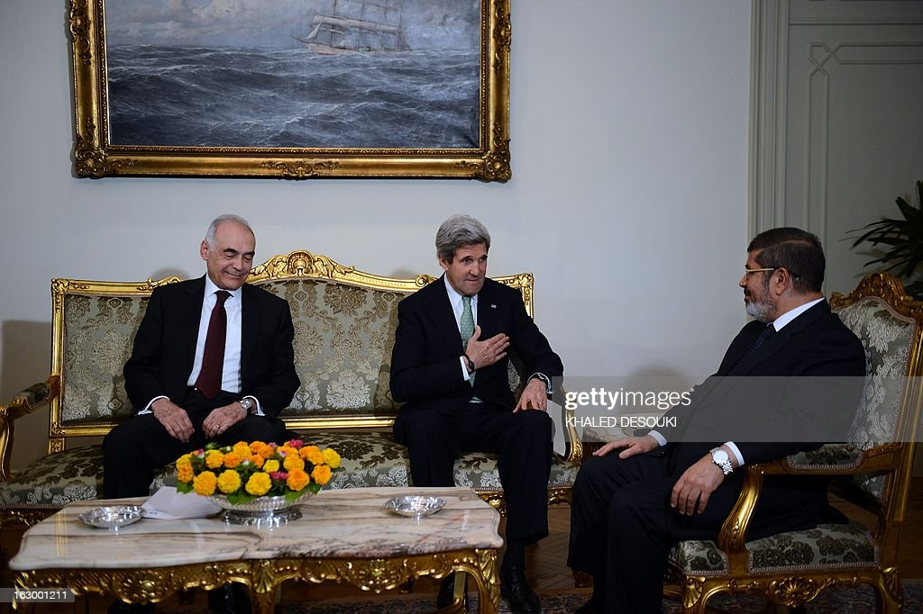 Egyptian Foreign Minister Mohammed Kamel Amr and US Secretary of State John Kerry (C) meets with Egyptian President Mohamed Morsi (R) at the presidential palace in Cairo on March 3, 2013. Kerry met the Egyptian president as he wrapped up a trip to Cairo, where he urged divided factions to reach a consensus that would pave the way for economic recovery.
