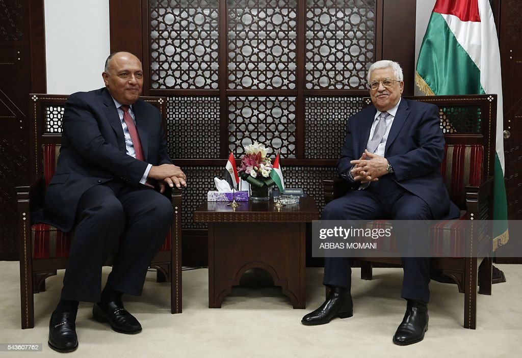 Egyptian Foreign Minister Sameh Shoukry (L) meets with Palestinian leader Mahmud Abbas at the Palestinian authority headquarters in the West Bank city of Ramallah on June 29, 2016. / AFP / ABBAS