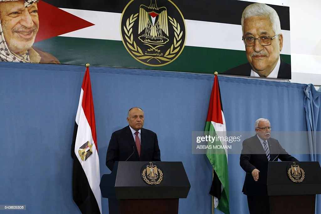 Egyptian Foreign Minister Sameh Shoukry (L) speaks during a joint press conference with his Palestinian counterpart Riad al-Malki at the Palestinian authority headquarters in the West Bank city of Ramallah on June 29, 2016. / AFP / ABBAS