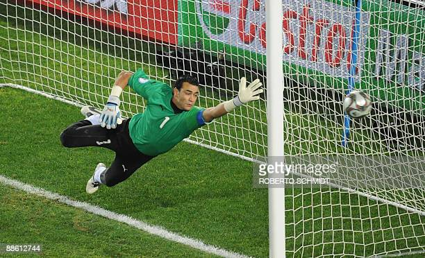 Egyptian goalkeeper Essam al Hadary in action during the Fifa Confederations Cup football match Egypt vs Italy on June 18 2009 at the Ellis Park...