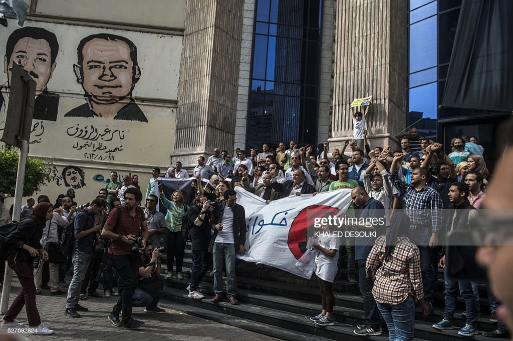Egyptian journalists take part in a protest outside the Syndicate headquarters in Cairo on May 3, 2016 on the occasion of World Press Freedom day, a day after police stormed the headquarters of the journalists' association and arrested two journalists. Egyptian authorities on May 2 ordered the detention of two journalists for 15 days after their arrest on allegations of incitement to protest, a judicial source said. The decision comes a day after police stormed the headquarters of the journalists' association in central Cairo and arrested Amr Badr and Mahmud el-Sakka. A judicial source on Sunday said the pair had been wanted for alleged incitement to protest in violation of the law. / AFP / KHALED