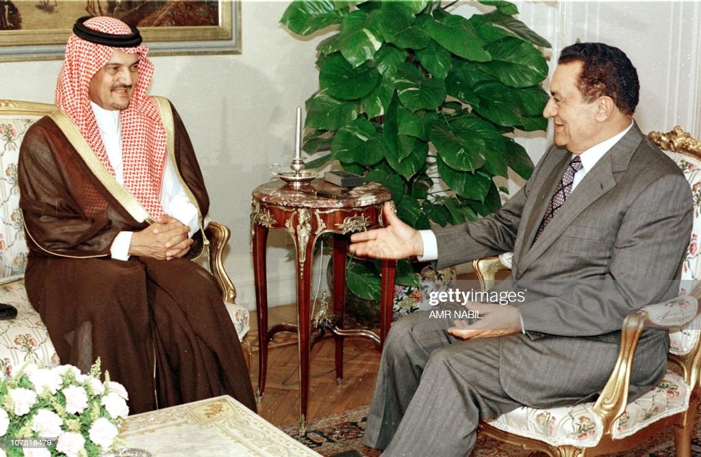 Egyptian President Hosni Mubarak (R) chats with Saudi Foreign Minister Saud al-Faisal during their meeting in Cairo 10 June. Egypty and Saudi Arabia have sought in recent weeks to convene an Arab summit to forge a united reponse to deadlock in the Arab-Israeli peace process blamed on the hardline policies of Israeli prime Minister Netanyahu.