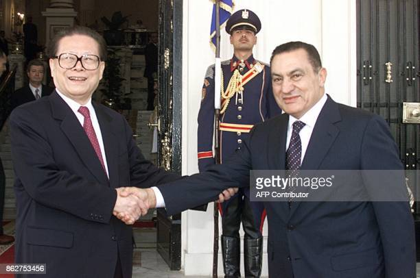 Egyptian President Hosni Mubarak receives his Chinese counterpart Jiang Zemin upon his arrival to the presidential palace in Alexandria 17 April 2000...