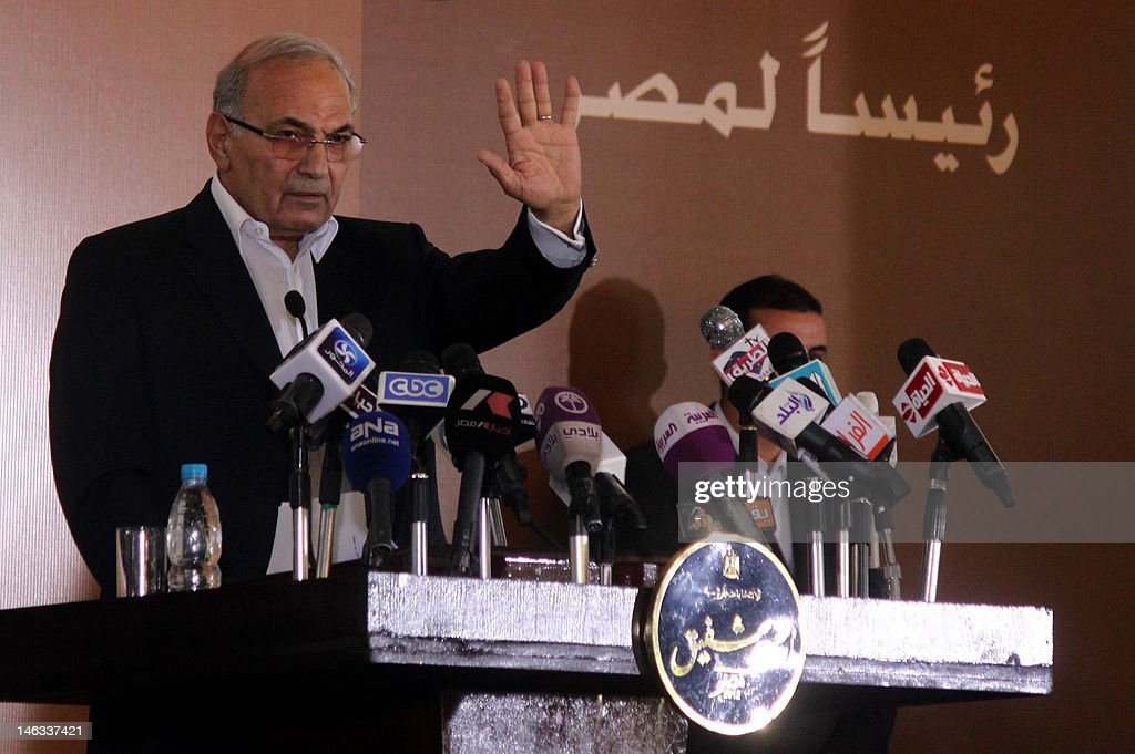 Egyptian presidential candidate Ahmed Shafiq attends a press conference in Cairo on June 14, 2012 after Egypt's top court rejected law barring him from standing in a tense presidential poll runoff. AFP PHOTO/STR