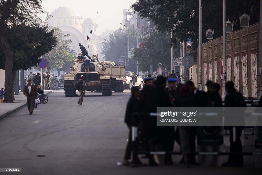 Egyptian soldiers deploy outside the presidential palace in Cairo on December 8, 2012, a day after a huge but peaceful protest overnight against President Mohamed Morsi, who has greatly expanded his powers and is pushing for disputed constitutional reform. AFP PHOTO/GIANLUIGI GUERCIA