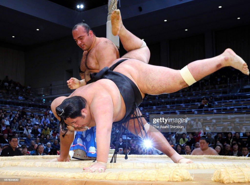 Egyptian wrestler Osunaarashi whose real name is Abdelrahman Sharan throws Chiyootori to win during day three of the Grand Sumo Kyushu Tournament at...