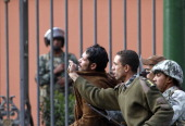 Egyptians army soldiers arrest a looter near Cairo museum on January 30 2011 AFP PHOTO/MOHAMMED ABED