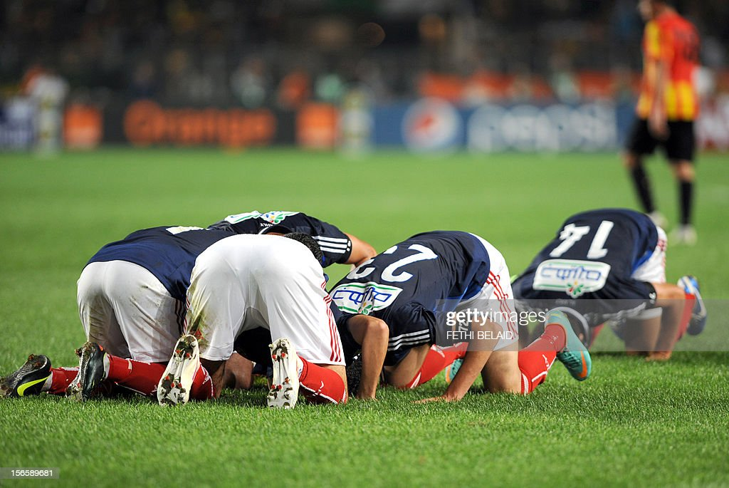 Egypt's al-Ahly players pray after team mate, forward Nagi Ismail, scores a goal against Esperance de Tunis during their CAF Confederation Cup football match at Rades Olympic stadium near Tunis, on November 17, 2012. AFP PHOTO/FETHI BELAID