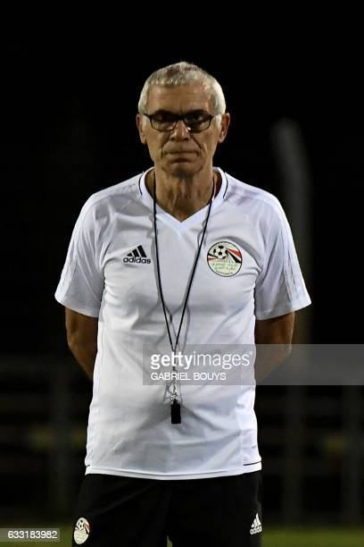 Egypt's Argentinian coach Hector Raul Cuper attends a training session in Libreville on January 31 2017 on the eve of their semifinal against Burkina...