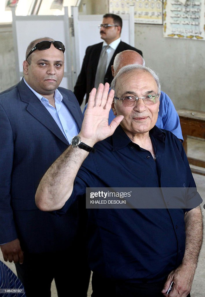 Egypt's army-backed presidential candidate Ahmed Shafiq casts his vote at a polling station in Cairo on June 16, 2012 in the divisive presidential runoff pitting the last premier of ousted strongman Hosni Mubarak against Muslim Brotherhood candidate Mohamed Morsi, two days after the top court ordered parliament dissolved. AFP PHOTO/KHALED DESOUKI