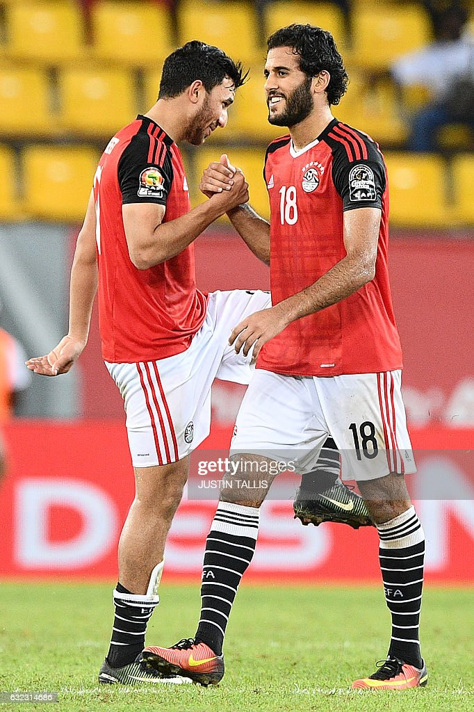 Egypt's forwards Mohamed Salah and Marwan Mohsen (R) celebrate at the end of the 2017 Africa Cup of Nations group D football match between Egypt and Uganda in Port-Gentil on January 21, 2017. / AFP / Justin TALLIS