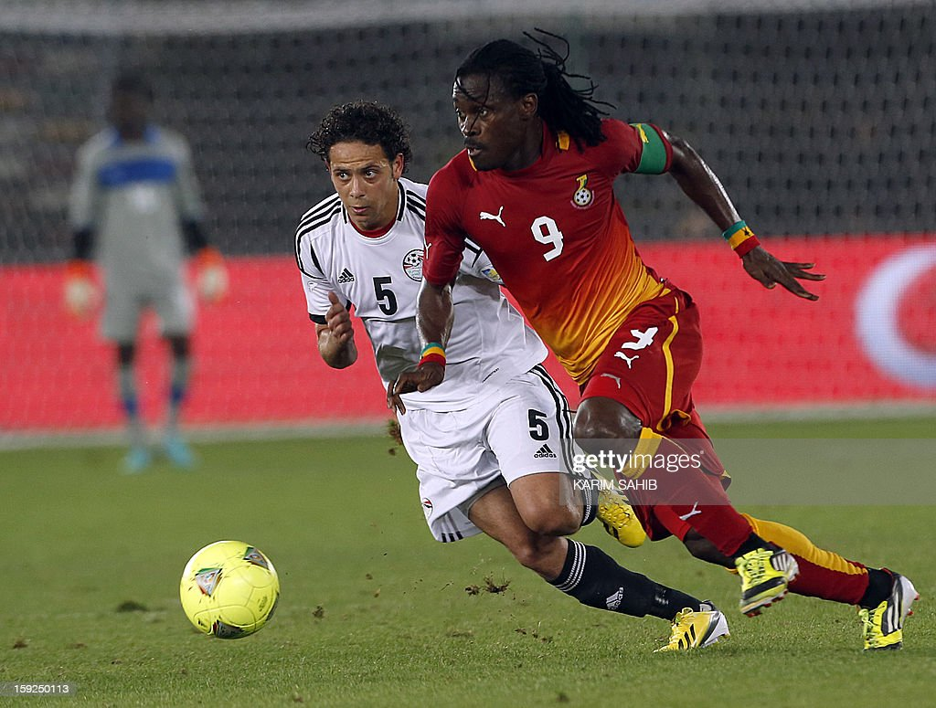Egypt's Ibrahim Salah (L) fights for the ball against Ghana's Derek Boateng (R) during their friendly football match in Abu Dhabi on January 10, 2013.