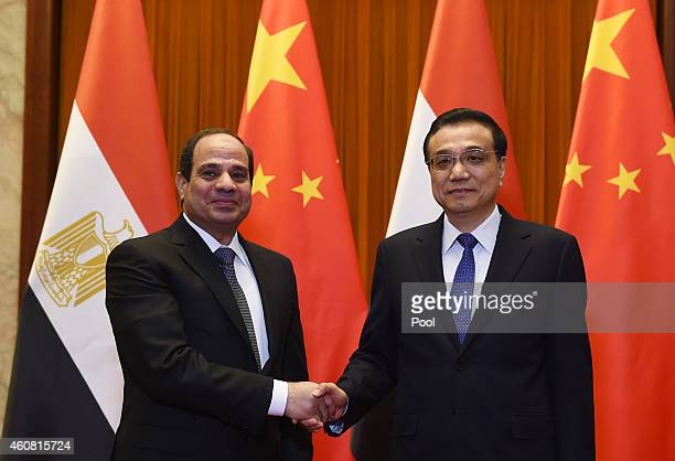 Egypt's President Abdel Fattah alSisi chats with Chinese Premier Li Keqiang in the Great Hall of the People on December 24 2014 in Beijing China...
