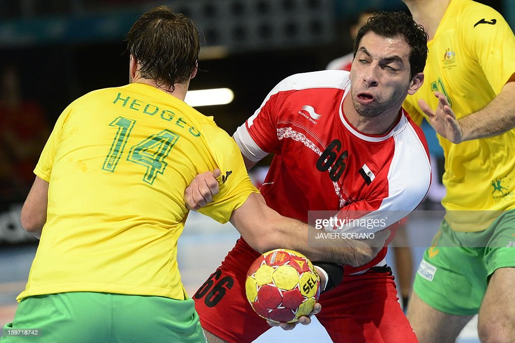Egypt's right back Ahmed Mostafa (R) vies with Australia's left wing Mitchell Hedges during the 23rd Men's Handball World Championships preliminary round Group D match Egypt vs Australia at the Caja Magica in Madrid on January 19, 2013.