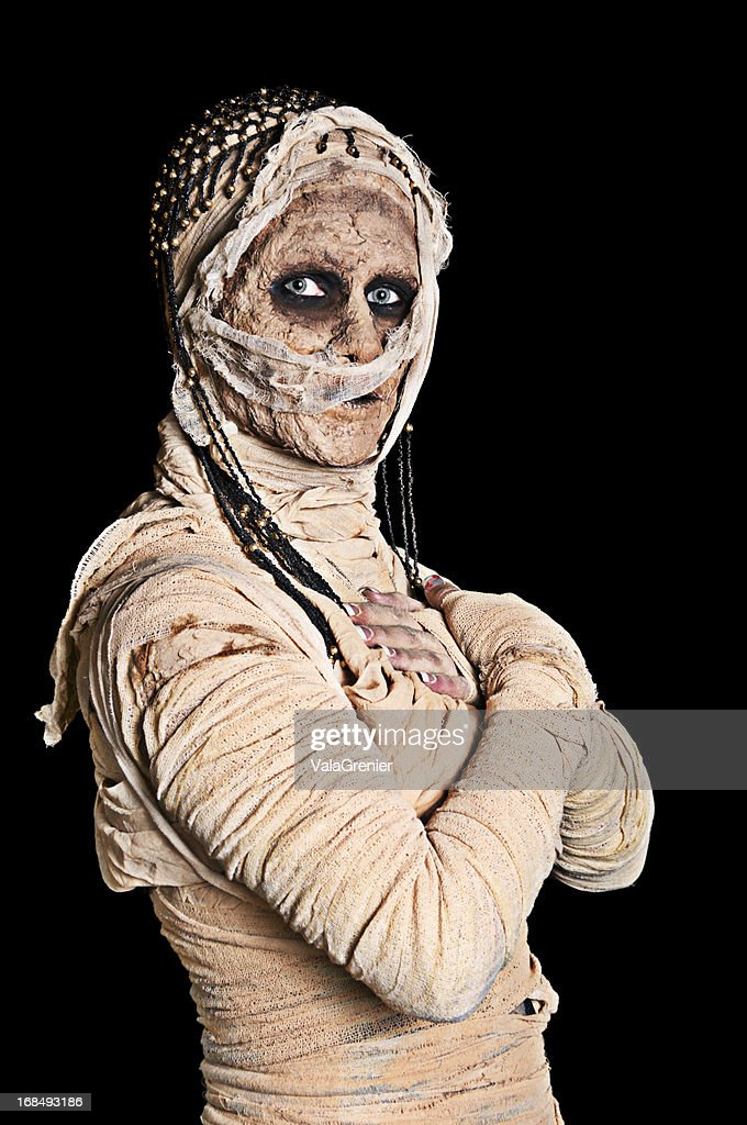 Egytian mummy with crossed arms.