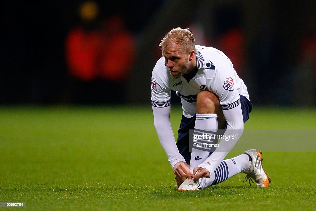 <a gi-track='captionPersonalityLinkClicked' href=/galleries/search?phrase=Eidur+Gudjohnsen&family=editorial&specificpeople=171363 ng-click='$event.stopPropagation()'>Eidur Gudjohnsen</a> of Bolton ties his boot laces during the FA Cup Third Round match between Bolton Wanderers and Wigan Athletic at the Macron Stadium on January 3, 2015 in Bolton, England.