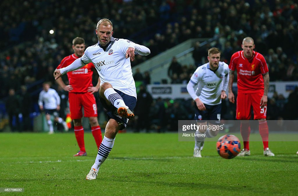 <a gi-track='captionPersonalityLinkClicked' href=/galleries/search?phrase=Eidur+Gudjohnsen&family=editorial&specificpeople=171363 ng-click='$event.stopPropagation()'>Eidur Gudjohnsen</a> of Bolton Wanderers scores the opening goal from the penalty spot during the FA Cup Fourth round replay between Bolton Wanderers and Liverpool at Macron Stadium on February 4, 2015 in Bolton, England.