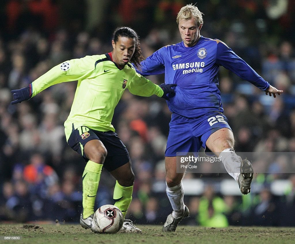 Eidur Gudjohnsen of Chelsea challenges Ronaldinho of Barcelona during the UEFA Champions League Round of 16, First Leg match between Chelsea and Barcelona at Stamford Bridge on February 22, 2006 in London, England.
