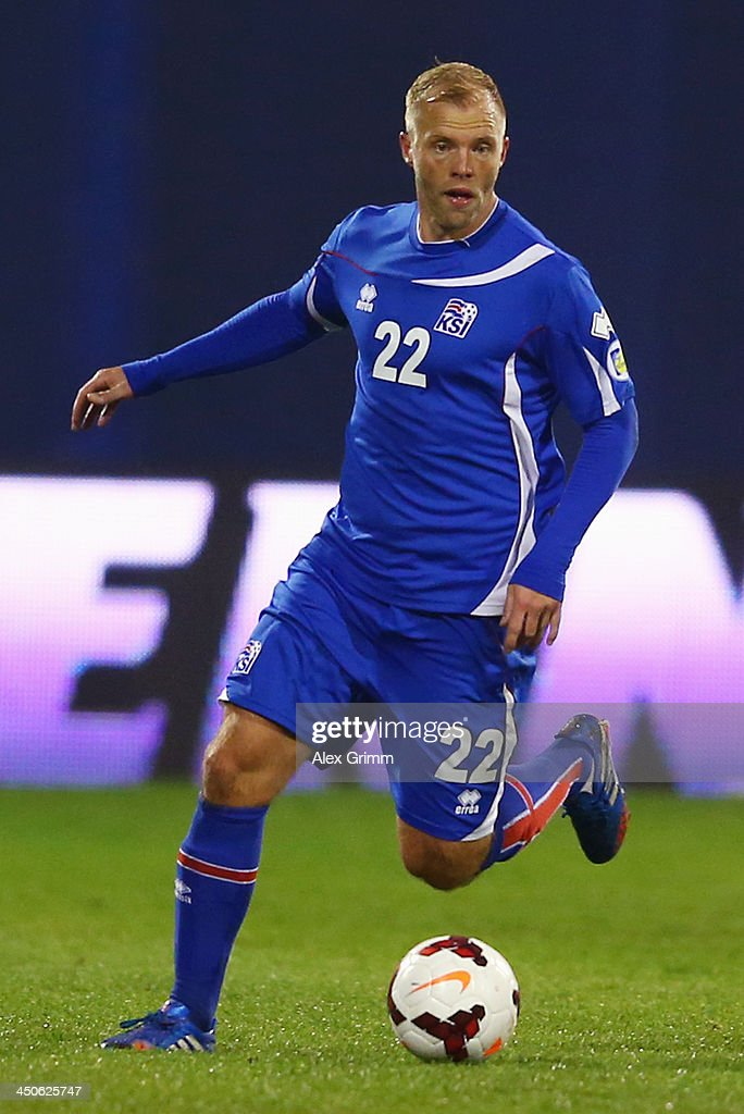 <a gi-track='captionPersonalityLinkClicked' href=/galleries/search?phrase=Eidur+Gudjohnsen&family=editorial&specificpeople=171363 ng-click='$event.stopPropagation()'>Eidur Gudjohnsen</a> of Iceland controles the ball during the FIFA 2014 World Cup Qualifier play-off second leg match between Croatia and Iceland at Maksimir Stadium on November 19, 2013 in Zagreb, Croatia.