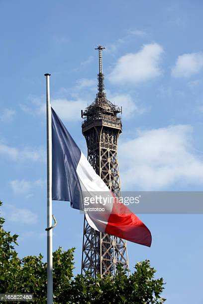La Tour Eiffel et drapeau français, Paris