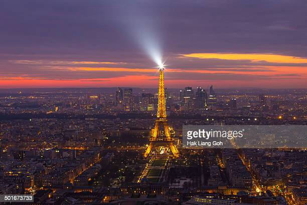 CONTENT] Eiffel tower shining its spotlight just after sunset
