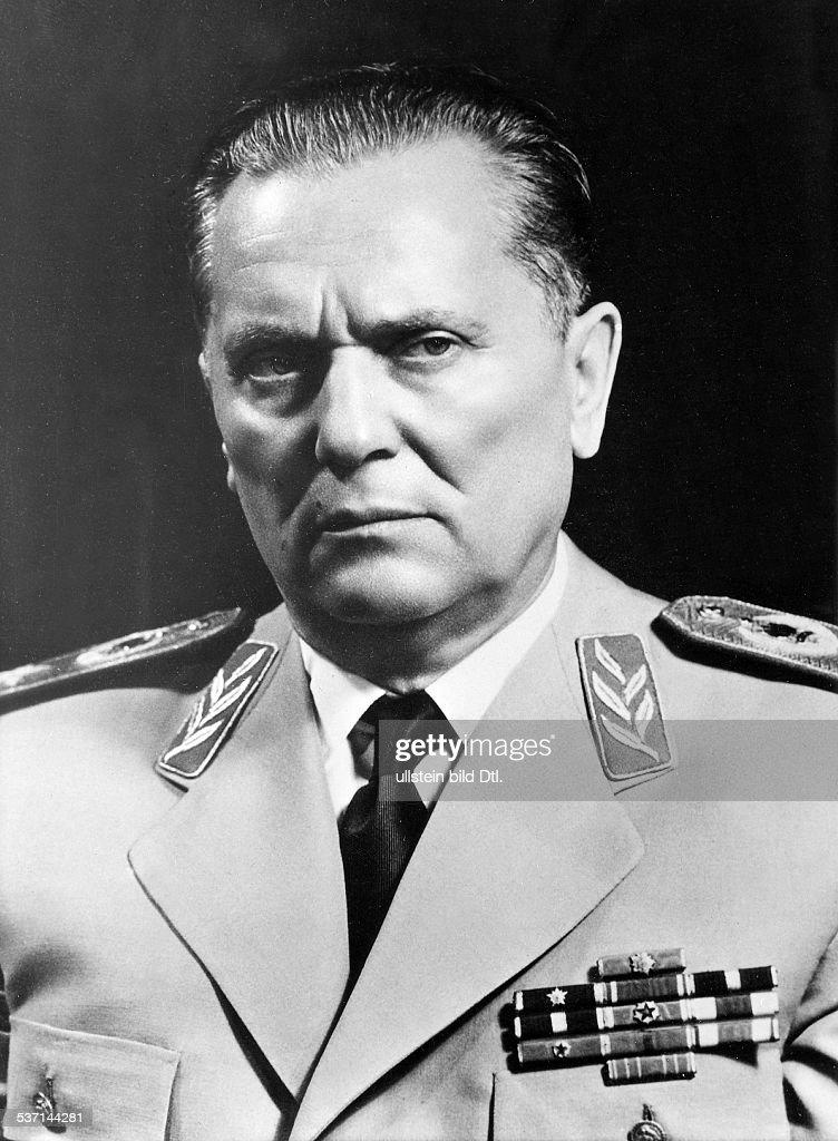 eigentlich Josip Broz, (* 07.05.1892 (offiziell 25.05.1892), +) , Politiker, Kommunist, YU, - in Marschalluniform, - 1959