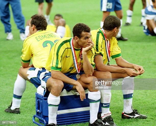 eigentlich Marcos Evangelista de Moraes* Sportler Fussball BrasilienFussballWM in Frankreich Finale inParis St Denis Brasilien Frankreich03 sitzt...