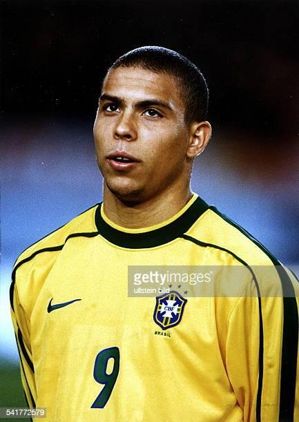 eigentlich Ronaldo Luis Nazario de Lima* Sportler Fussball BrasilienPorträt im Trikot der brasilianischenNationalmannschaft