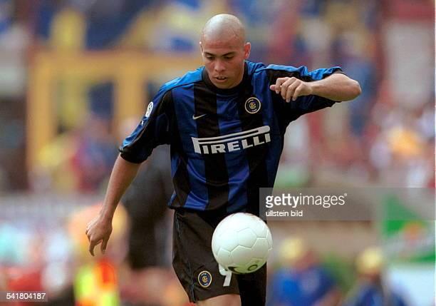 eigentlich Ronaldo Luis Nazario de Lima* Sportler Fussball Brasilienjongliert den Ball