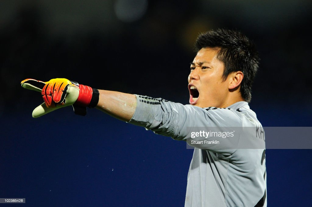 <a gi-track='captionPersonalityLinkClicked' href=/galleries/search?phrase=Eiji+Kawashima&family=editorial&specificpeople=3117136 ng-click='$event.stopPropagation()'>Eiji Kawashima</a> of Japan directs his defence during the 2010 FIFA World Cup South Africa Group E match between Denmark and Japan at the Royal Bafokeng Stadium on June 24, 2010 in Rustenburg, South Africa.