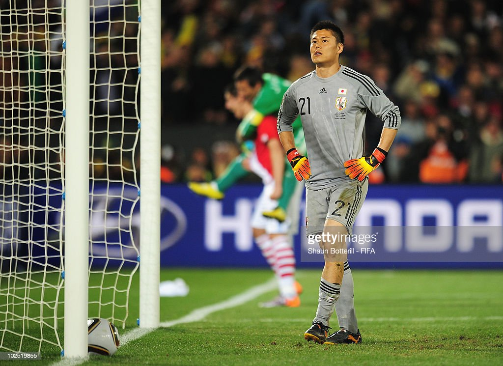 <a gi-track='captionPersonalityLinkClicked' href=/galleries/search?phrase=Eiji+Kawashima&family=editorial&specificpeople=3117136 ng-click='$event.stopPropagation()'>Eiji Kawashima</a> of Japan looks dejected after the 2010 FIFA World Cup South Africa Round of Sixteen match between Paraguay and Japan at Loftus Versfeld Stadium on June 29, 2010 in Pretoria, South Africa.