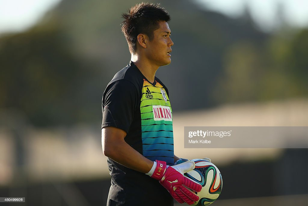 <a gi-track='captionPersonalityLinkClicked' href=/galleries/search?phrase=Eiji+Kawashima&family=editorial&specificpeople=3117136 ng-click='$event.stopPropagation()'>Eiji Kawashima</a> watches on during a Japan training session at the Japan national team base camp at the Spa Sport Resort on June 12, 2014 in Itu, Sao Paulo.