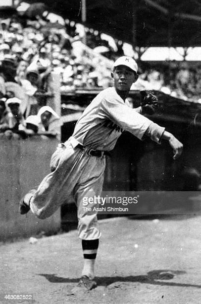 Eiji Sawamura of Kyoto Shogyo warms up prior to the All Japan High School Baseball Championship at Koshien Stadium in August 1934 in Nishinomiya...