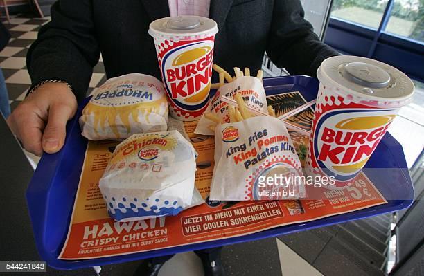 Ein Kunde von Burger King Burger King Deutschland GmbH mit Burger King Produkten