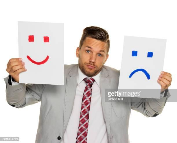 Ein Manager oder Unternehmer kann sich nicht entscheiden ob er weinen oder lachen soll