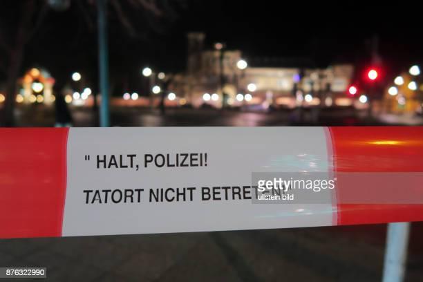 Ein mit Flatterband abgesperrter Tatort an der Kreuzung Budapester Strasse Ecke Kurfürstenstrasse aufgenommen in Berlin Tiergarten Im Hintergrund ist...