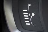 Eine Anzeige für Ladestatus einer Autobatterie in einem Elektro Auto