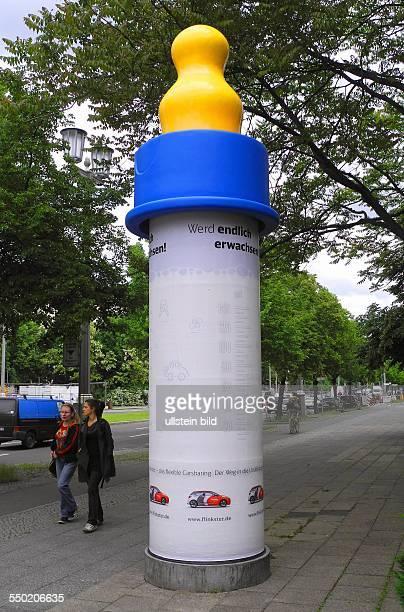 Eine eigenwillige Werbekampagne fuer FLINKSTER Carsharing in der KarlMarxAllee