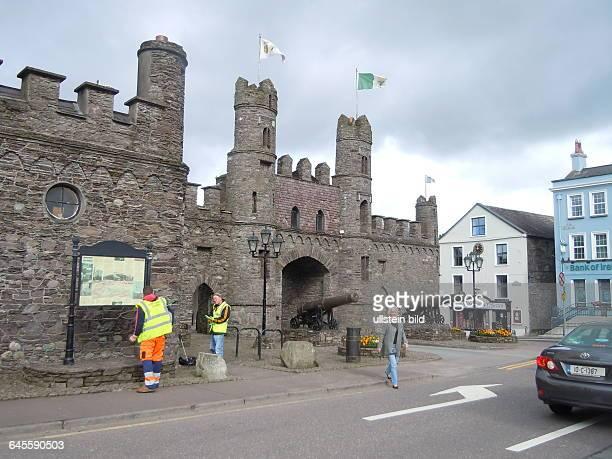 Eine gut erhaltenen alte Burg steht im Zentrum der Kleinstadt aufgenommen am 27 Juli 2015 in Macroom