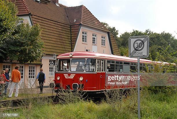 Einheimische Touristen 'Moorexpress' Worpsweder Bahnhof Worpswede Teufelsmoor Niedersachsen Deutschland Europa Künstlerkolonie Künstlerdorf Zug...