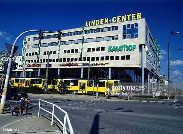 Einkaufszentrum `LindenCenter`mit den Kaufhäusern `Karstadt`und `MediaMarkt` 1996