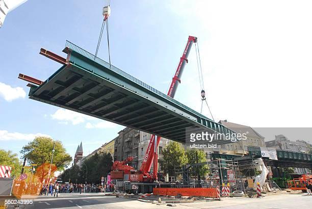 Einsetzen der UBahnbrücke an der Bornholmer Strasse Berlin