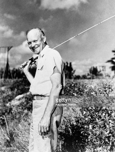 Eisenhower tout sourire part pêcher aux EtatsUnis circa 1950