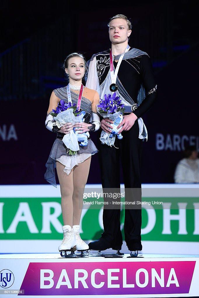 Екатерина Борисова-Дмитрий Сопот Ekaterina-borisova-and-dmitry-sopot-of-russia-and-gold-medal-pose-picture-id501106624