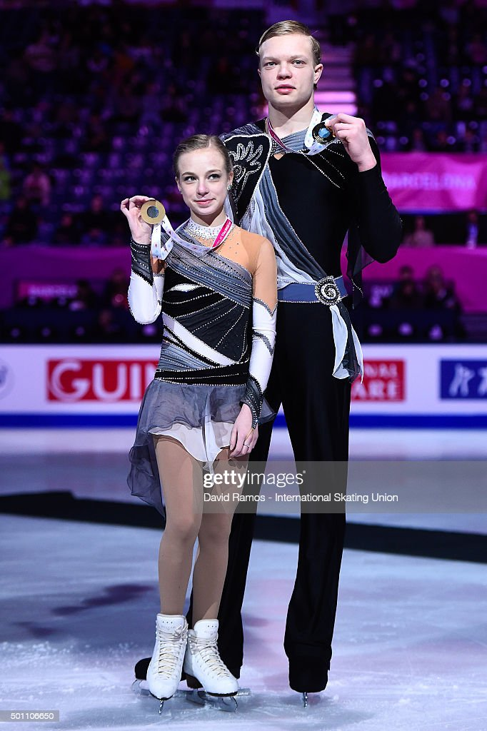 Екатерина Борисова-Дмитрий Сопот Ekaterina-borisova-and-dmitry-sopot-of-russia-and-gold-medal-pose-picture-id501106650