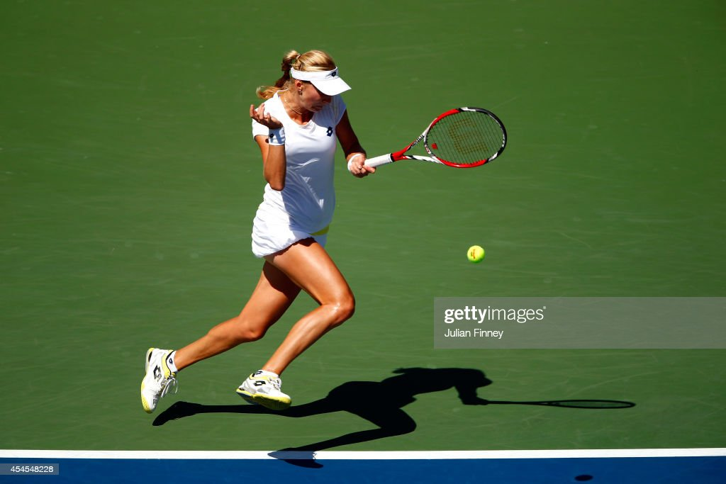 <a gi-track='captionPersonalityLinkClicked' href=/galleries/search?phrase=Ekaterina+Makarova&family=editorial&specificpeople=2364239 ng-click='$event.stopPropagation()'>Ekaterina Makarova</a> of Russia returns a shot against Victoria Azarenka of Belarus during threir women's singles quarterfinal match on Day Ten of the 2014 US Open at the USTA Billie Jean King National Tennis Center on September 3, 2014 in the Flushing neighborhood of the Queens borough of New York City.