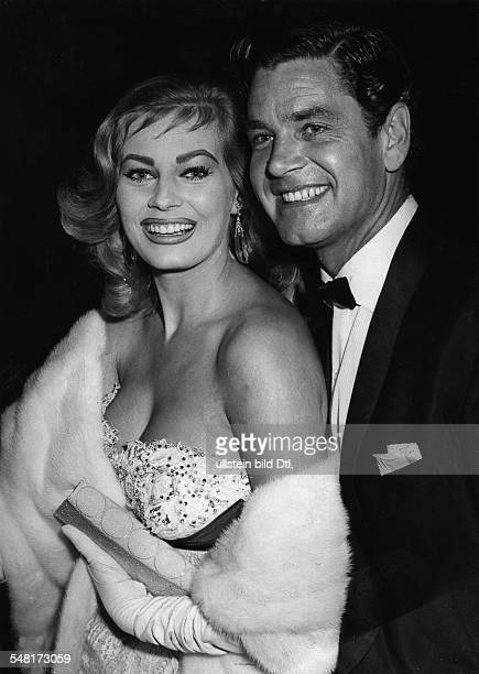 Ekberg Anita * Schauspielerin Schweden mit ihrem Ehemann Anthony Steel beide laecheln 1956