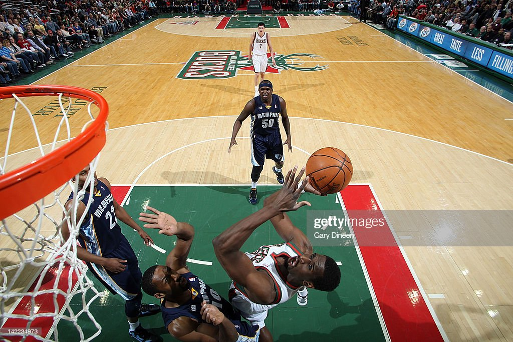 <a gi-track='captionPersonalityLinkClicked' href=/galleries/search?phrase=Ekpe+Udoh&family=editorial&specificpeople=4185351 ng-click='$event.stopPropagation()'>Ekpe Udoh</a> #13 of the Milwaukee Bucks shoots against <a gi-track='captionPersonalityLinkClicked' href=/galleries/search?phrase=Gilbert+Arenas&family=editorial&specificpeople=201742 ng-click='$event.stopPropagation()'>Gilbert Arenas</a> #10 of the Memphis Grizzlies on March 31, 2012 at the Bradley Center in Milwaukee, Wisconsin.