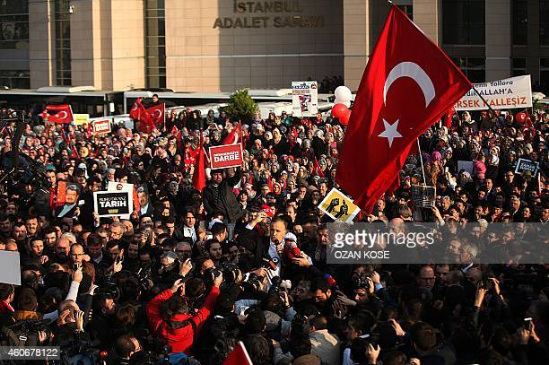 Ekrem Dumanli editorinchief of the Zaman newspaper Turkey's topselling newspaper speaks to his supporters and the media after being released on...