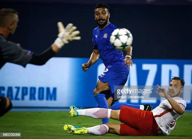 El Arabi Hilal Soudani of Dinamo Zagreb in action against Konrad Laimer and goalkeeper Alexander Walke of Salzburg during the UEFA Champions League...